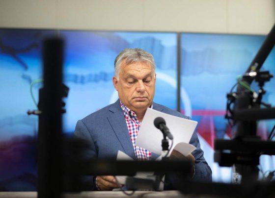 Orbán Viktor 2021. október 1-jén a Kossuth rádió interjúja előtt